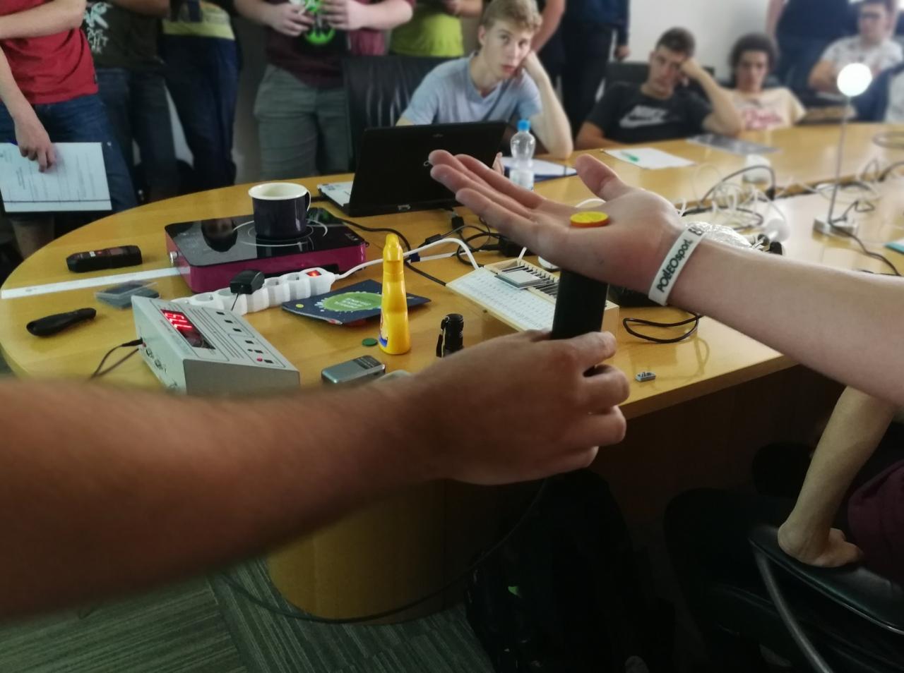 Mladi na elektrofestu spoznavali sevanje v vsakdanjem življenju