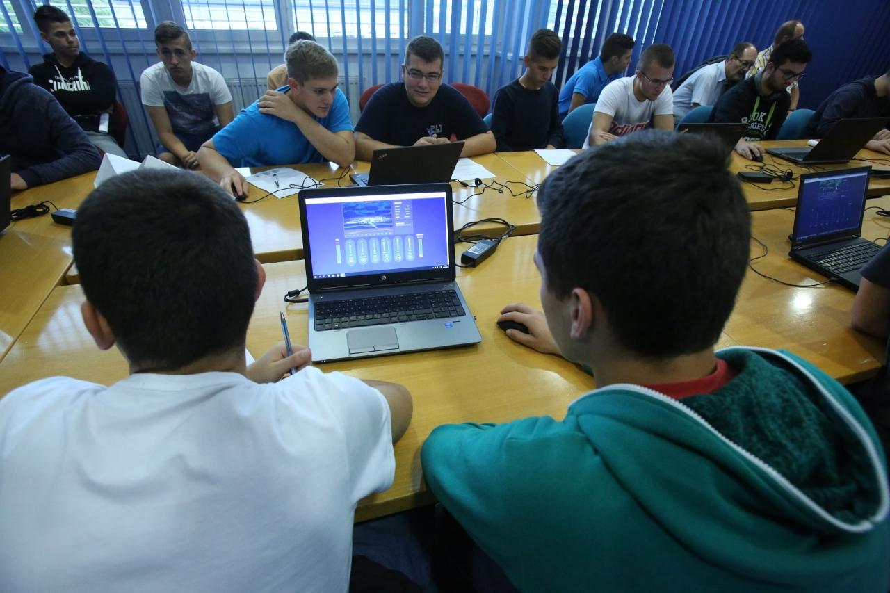 Mladi so se na letošnjem Elektrofestu preizkusili tudi v oblikovanju energetske mešanice Vir: ELES