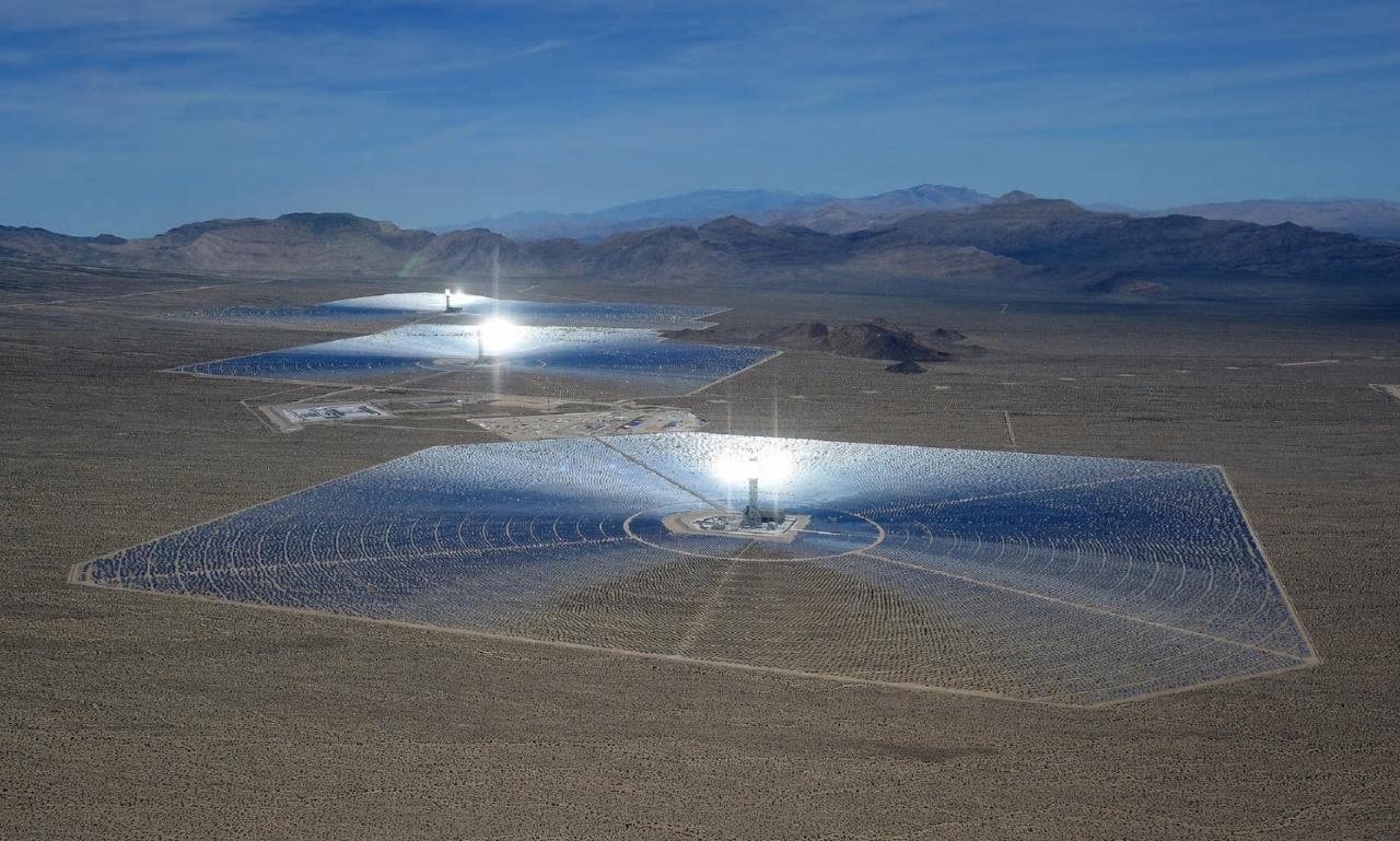 Koncentrirana termalna sončna elektrarna Ivanpah (foto: Ethan Miller, Guardian)