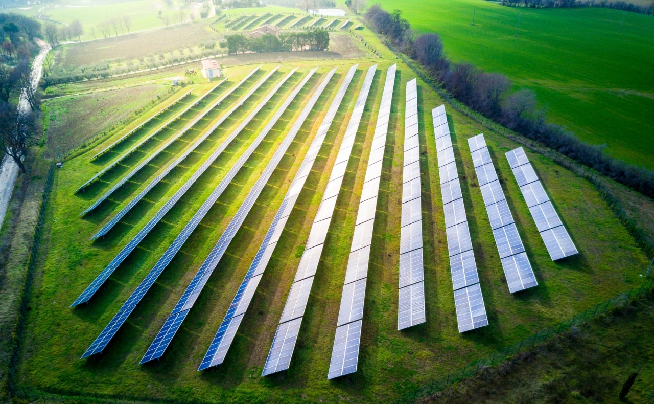 Pridobivanje sončne energije in sočasna uporaba kmetijskih zemljišč
