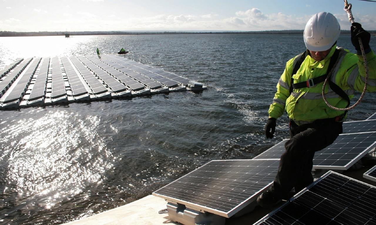 Na obrobju Londona kmalu največja sončna elektrarna na vodi v Evropi
