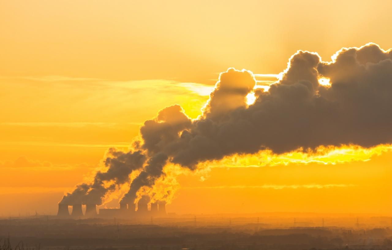Velika Britanija pri proizvodnji elektrike uspešno nadomešča premog z OVE